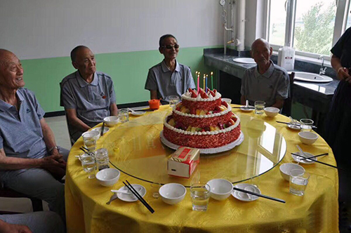 为老人过生日